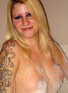 Ivy Gets Naked And Has A Bubble Bath - Picture 7
