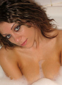 Cute Jazmin Is In The Tub Having A Relaxing Bubble Bath - Picture 10
