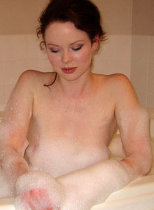 Cute Lana Relaxes In A Bubble Bath - Picture 3
