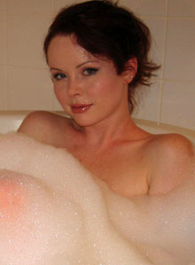 Cute Lana Relaxes In A Bubble Bath - Picture 10